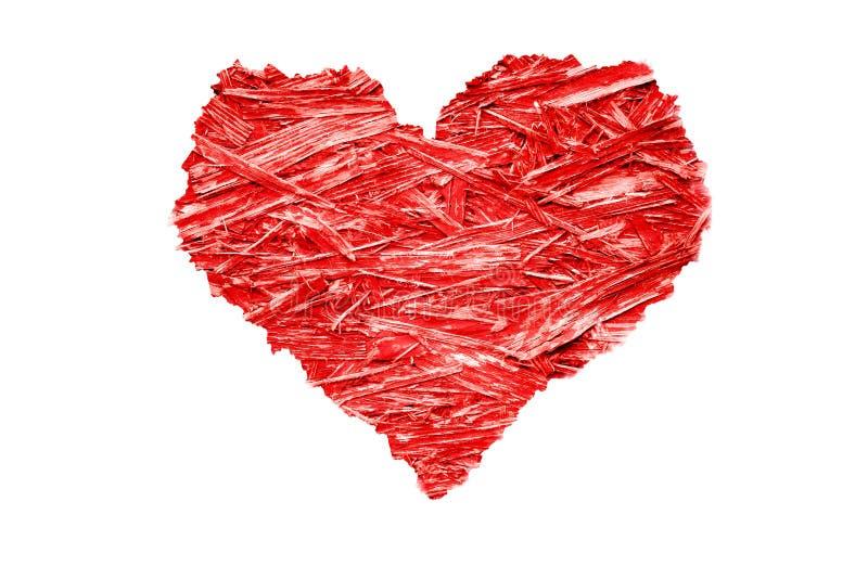 Herz formte buntes helles rotes komprimiertes hölzernes Splitterungssperrholz mit gezackten rauen Rändern stockfoto