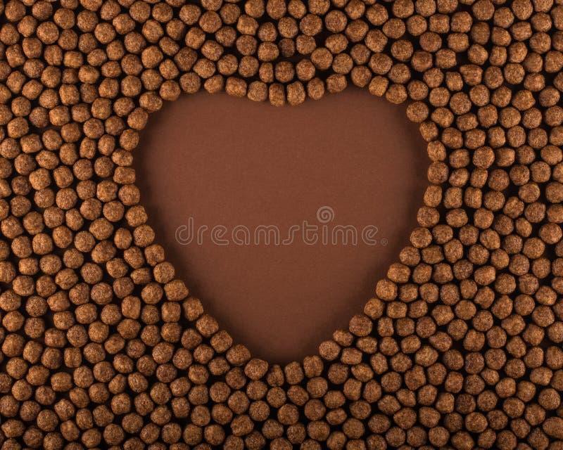 Herz formte Schokoladengetreidebälle stockfotos