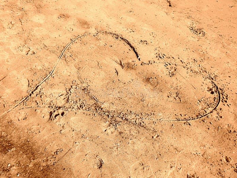 Download Herz im Sand stockfoto. Bild von inneres, strand, paare - 96929186