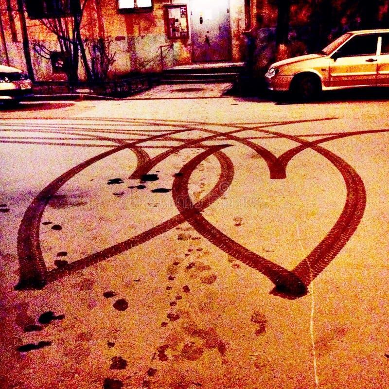 Herzen auf der Straße lizenzfreie stockfotos