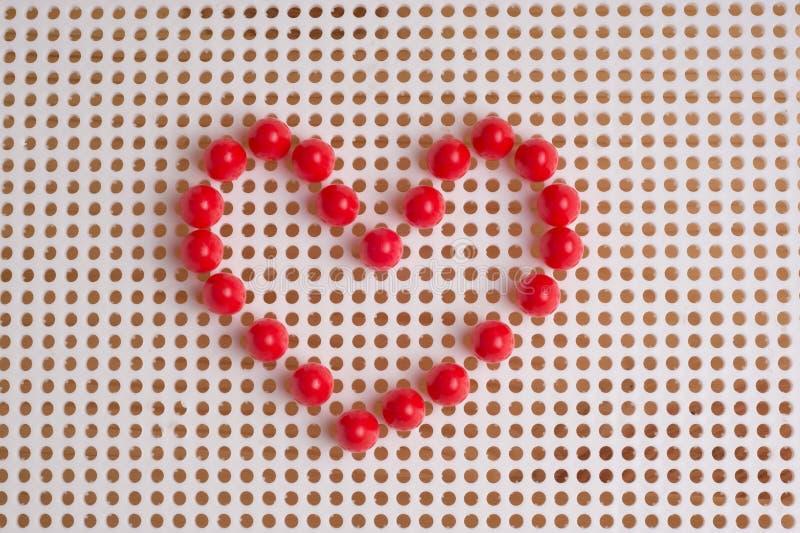 Herzen ausgebreitet durch Mosaikelemente Valentinsgruß ` s Tagesgrußauto stockbild