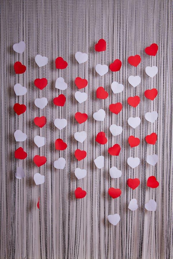 Herzen der roten und Weißbücher stockbilder