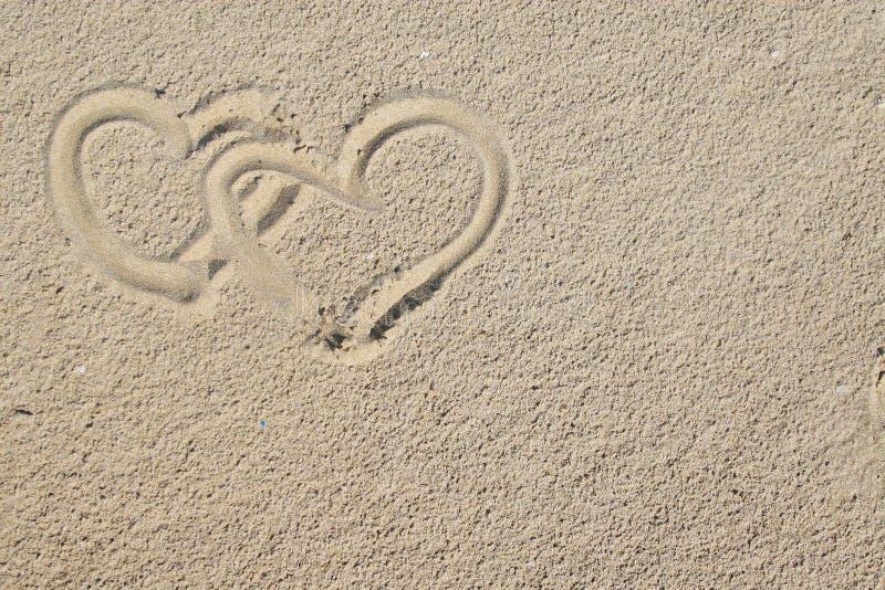 Herzen und Sand lizenzfreie stockfotos