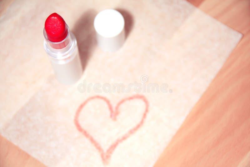 Herzform gemacht mit Lippenstift stockbilder