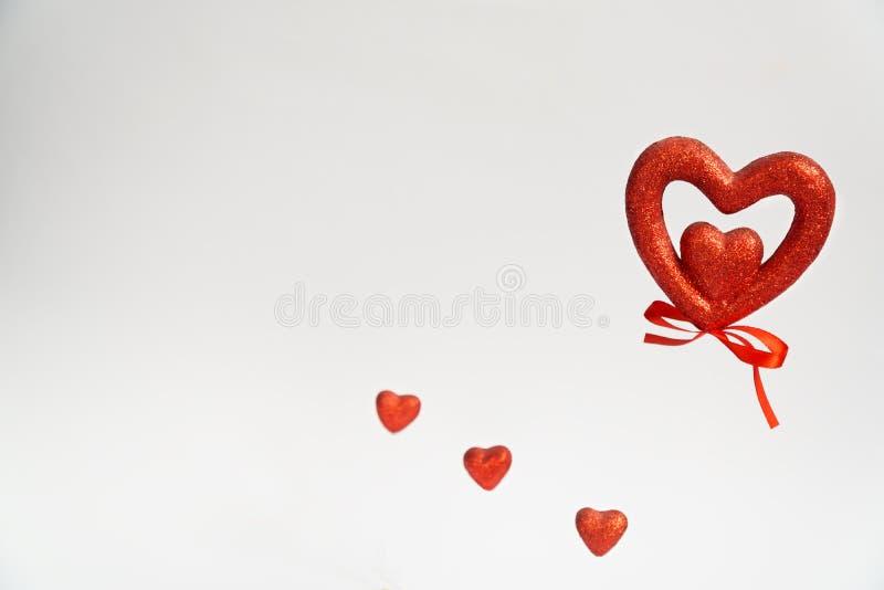 Herzpostkarte mit Herz Valentinstag-Valentinsgrußherzen Auf weißem Hintergrund beglückwünschen Sie Postkarte stock abbildung