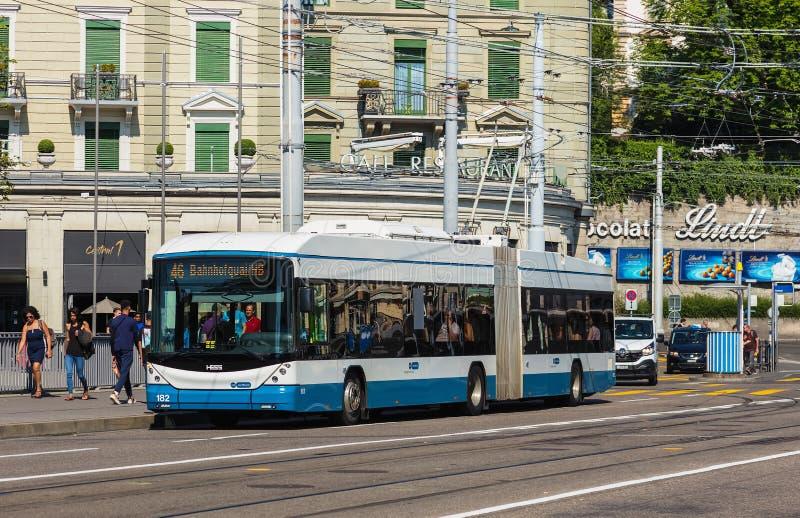 Hess trådbuss i staden av Zurich, Schweiz arkivbilder