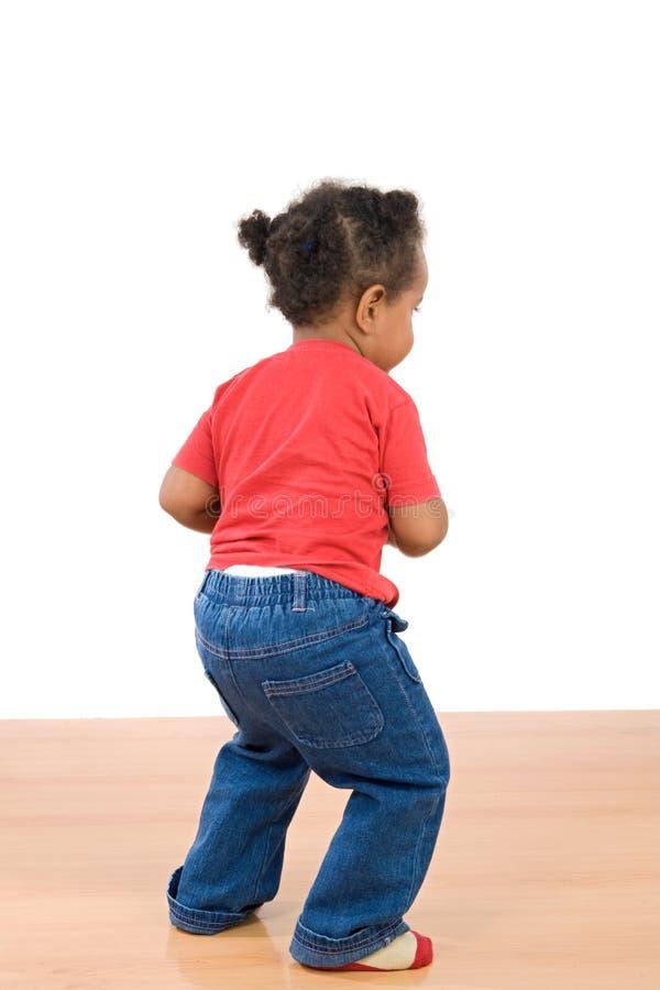 Het aanbiddelijke Afrikaanse baby dansen royalty-vrije stock afbeeldingen