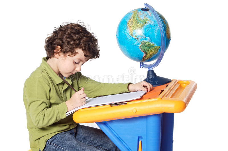 Het aanbiddelijke kind bestuderen royalty-vrije stock foto