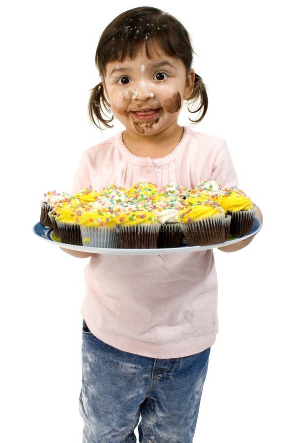 Het aanbiddelijke Meisje van de Peuter met Cupcakes stock fotografie