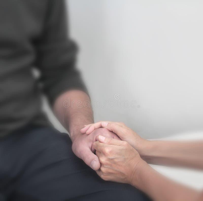 Het aanbieden van comfort aan patiënt royalty-vrije stock afbeeldingen