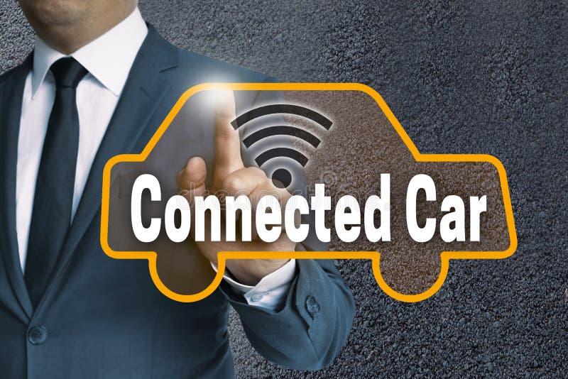 Het aangesloten scherm van de autoaanraking wordt in werking gesteld door zakenmanconcept stock afbeeldingen