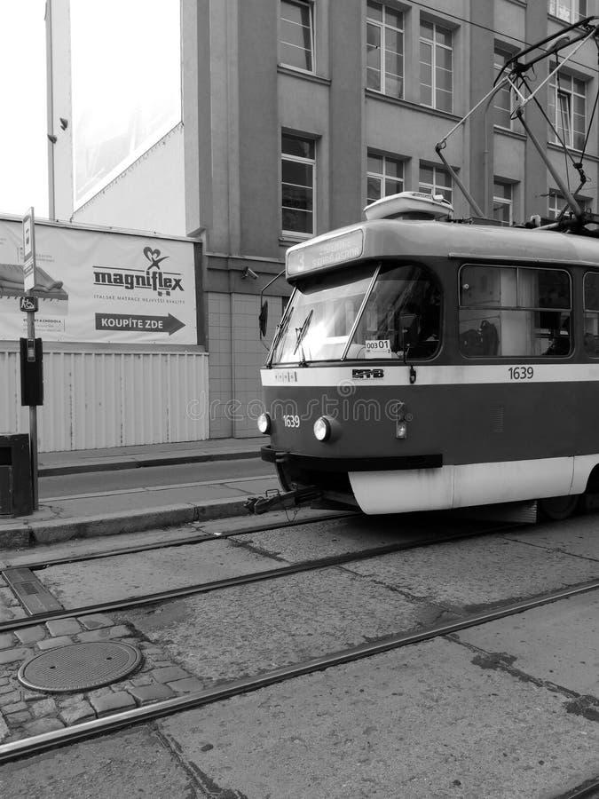 Het aankomen tram aan post stock foto's