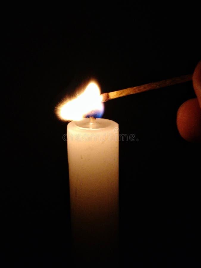 Het aansteken van een matchstick stock foto