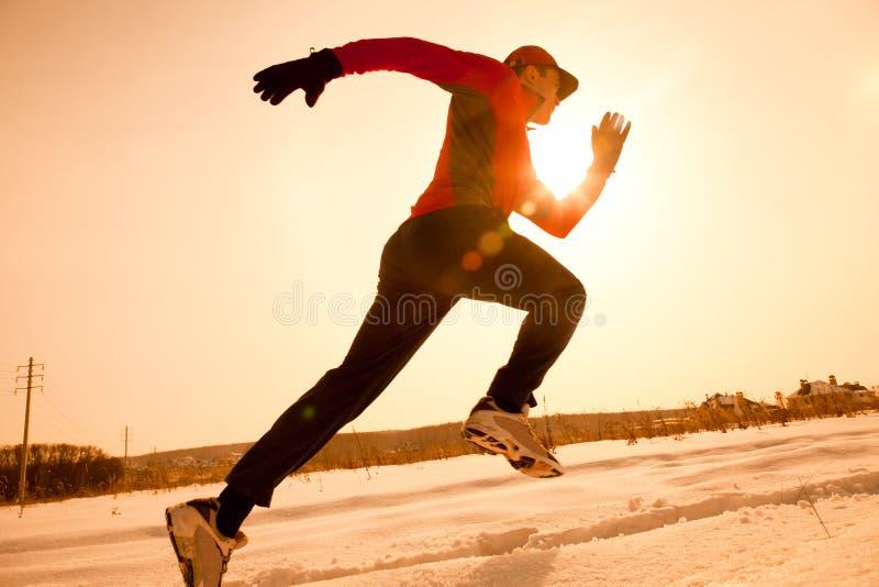Het aanstoten in de winter stock afbeeldingen