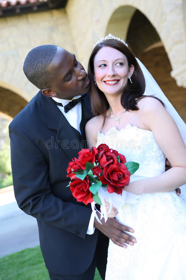 Het aantrekkelijke Interracial Paar van het Huwelijk stock foto