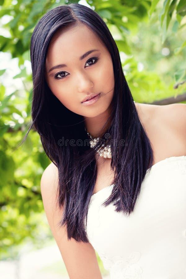 Het aantrekkelijke jonge Aziatische portret van de vrouwenschoonheid stock foto