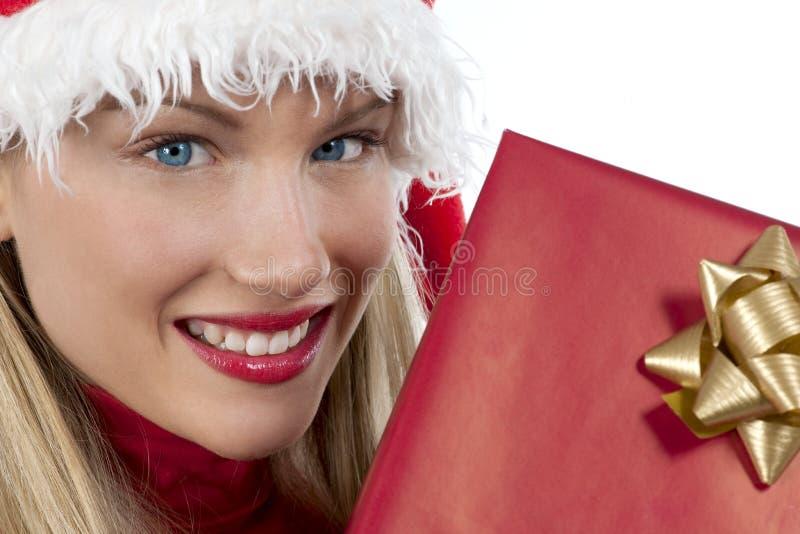 Het aantrekkelijke meisje van de Kerstman met heden royalty-vrije stock foto