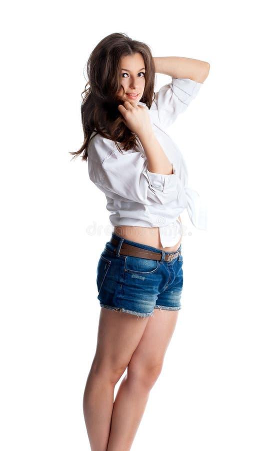 Het aantrekkelijke meisje in wit overhemd stelt Studioportret van jonge sexy vrouw stock afbeeldingen