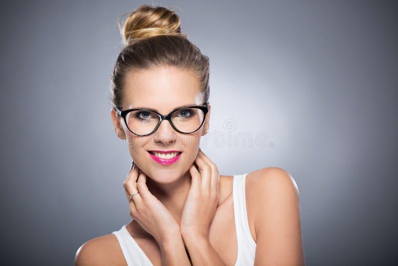 Het aantrekkelijke Vrouw Glimlachen royalty-vrije stock fotografie