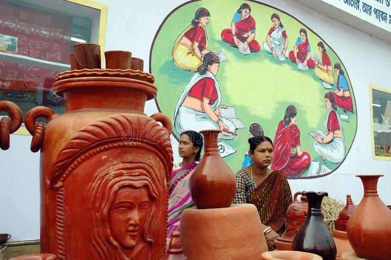 Het aardewerkkunstenaar van vrouwen in India royalty-vrije stock afbeelding