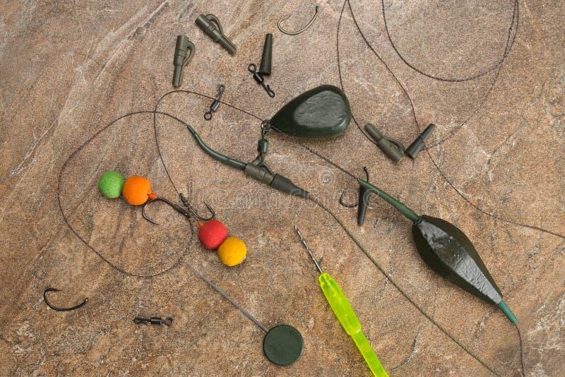 Het aas, haken, zinkloden, ledcor treft voor karper visserij voorbereidingen Exemplaardeeg royalty-vrije stock fotografie