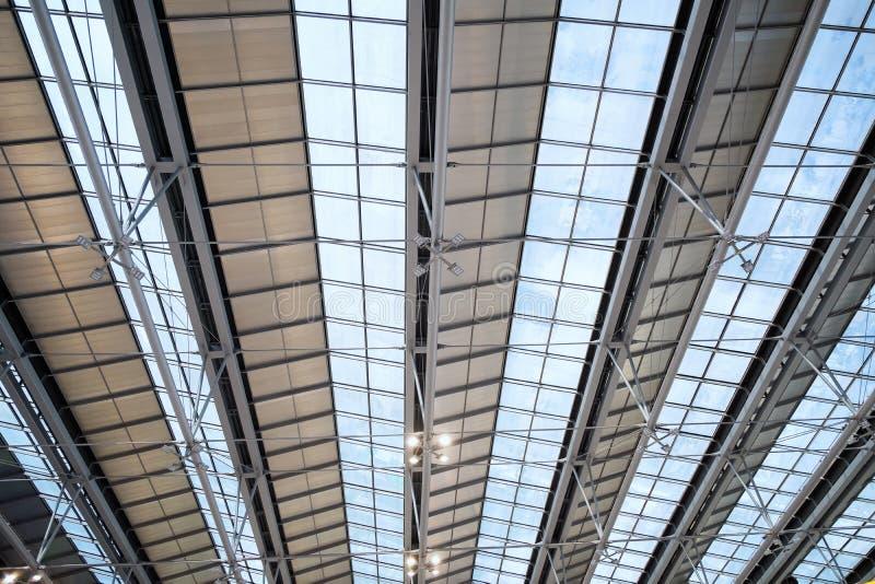 Het abstracte kader van het het glasdak van het bouwstaal, Concept ergonomie royalty-vrije stock foto's