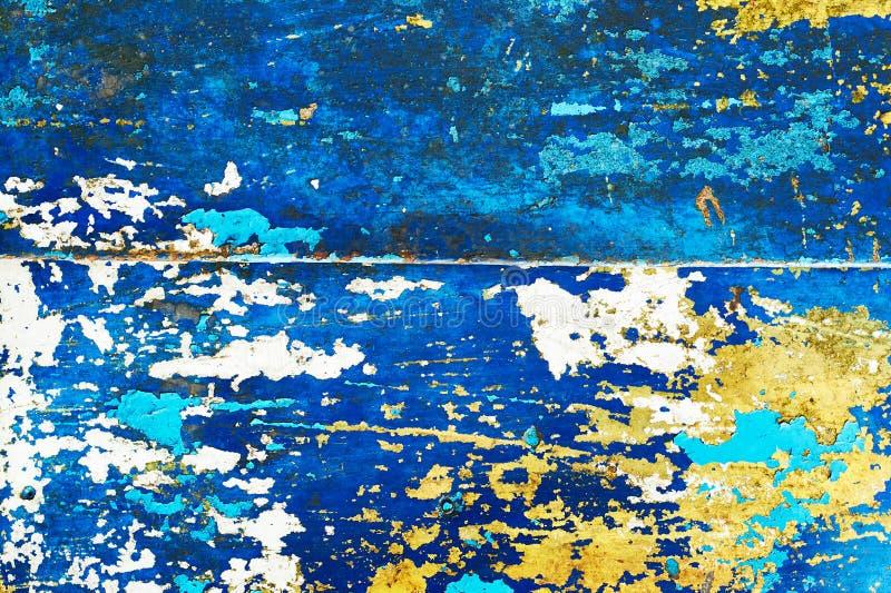 Het abstracte mooie patroon van oude metaaldeuroppervlakte schilderde in geel, wit en blauw, achtergrondtextuur royalty-vrije stock afbeelding