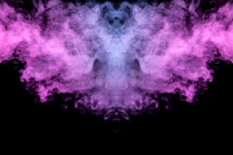 Het abstracte mystieke knuppelsilhouet maakte vleugels van stromen van kleurrijke rook recht die die van een vape verdampen door  royalty-vrije stock foto's