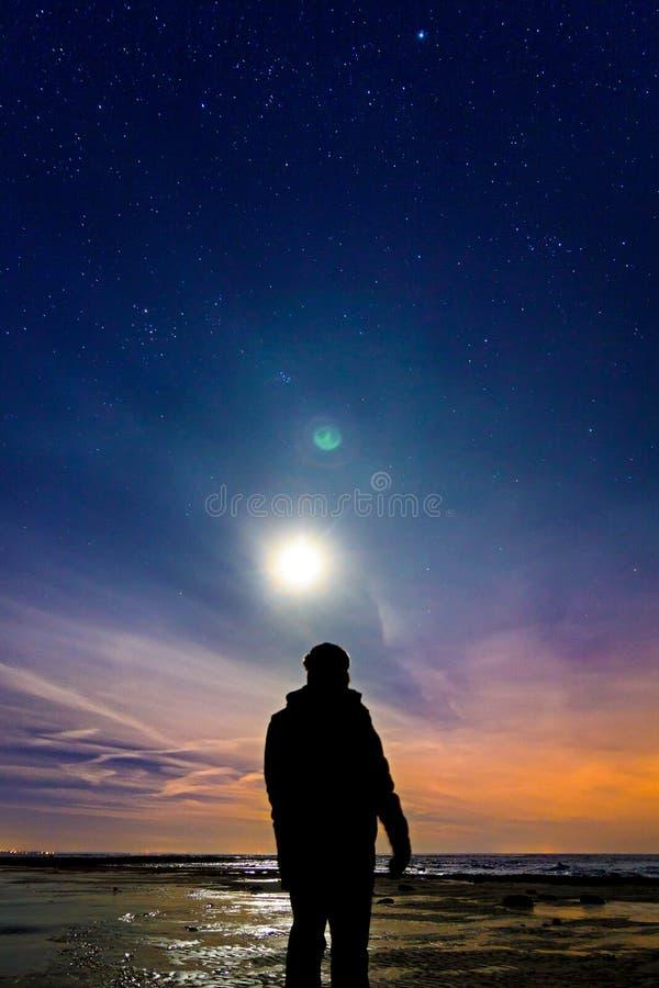 Het achtervolgen van de Noordelijke Lichten stock foto's