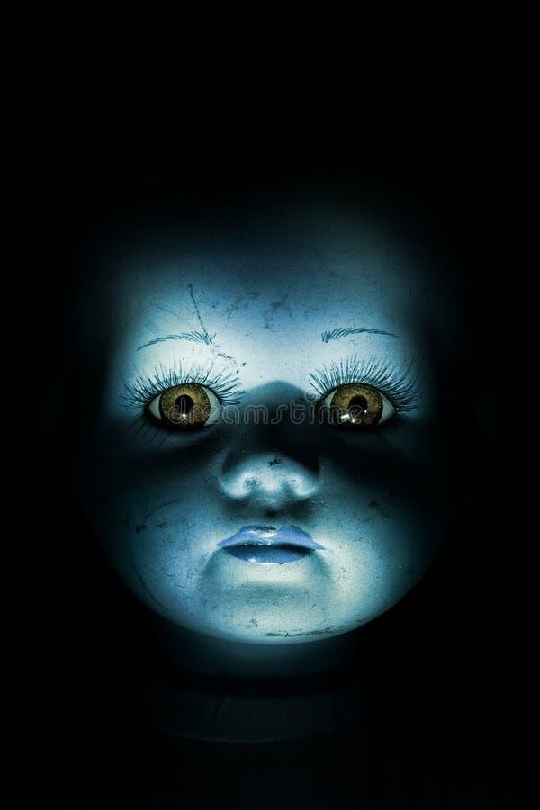 Het achtervolgen van het Gezicht van Doll van het Kind stock afbeelding