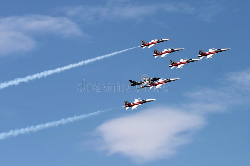 Het acrtobatic team van Patrouillesuisse in Payerne Air14 royalty-vrije stock fotografie