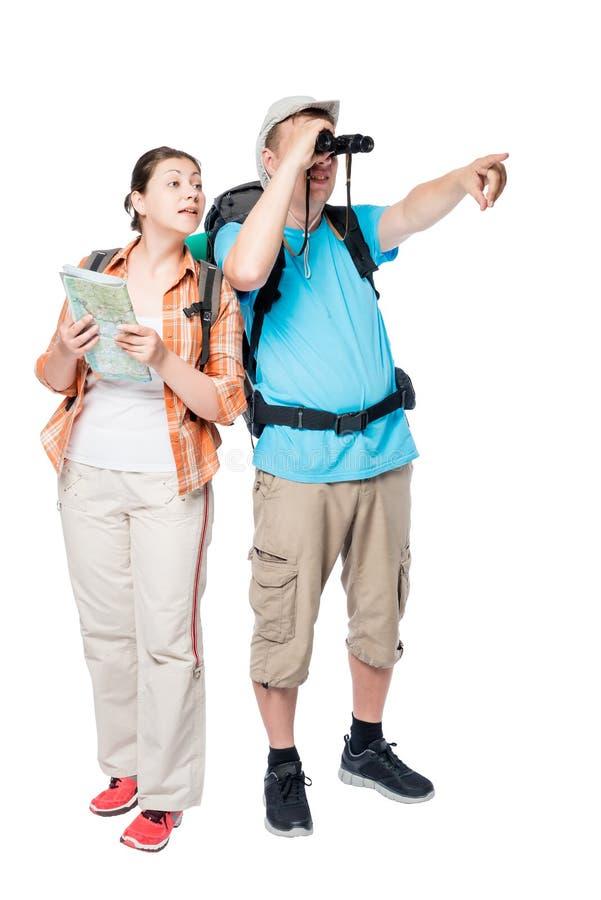 Het actieve jonge paar van reizigers met rugzakken gaat wandelend stock foto's
