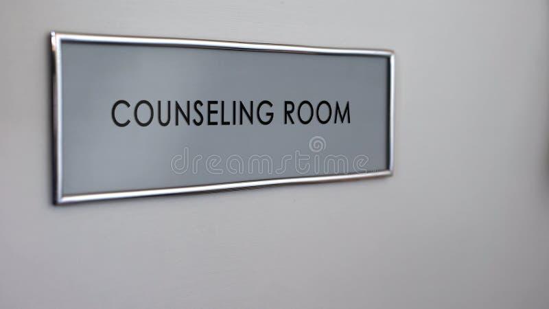 Het adviseren ruimtedeur, familietherapie, hulp en steungroep, gezondheidszorg stock foto's