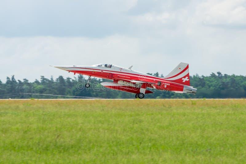 Het aerobatic team van de demonstratievlucht van Zwitserse Patrouille Suisse royalty-vrije stock foto's