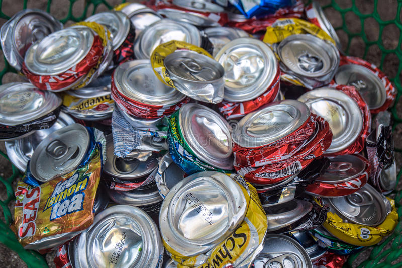 Het afgevlakte afval kan aluminium royalty-vrije stock afbeelding