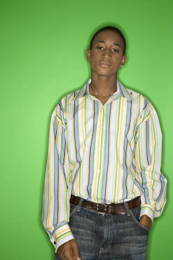 Het Afrikaans-Amerikaanse portret van de tienerjongen. stock foto