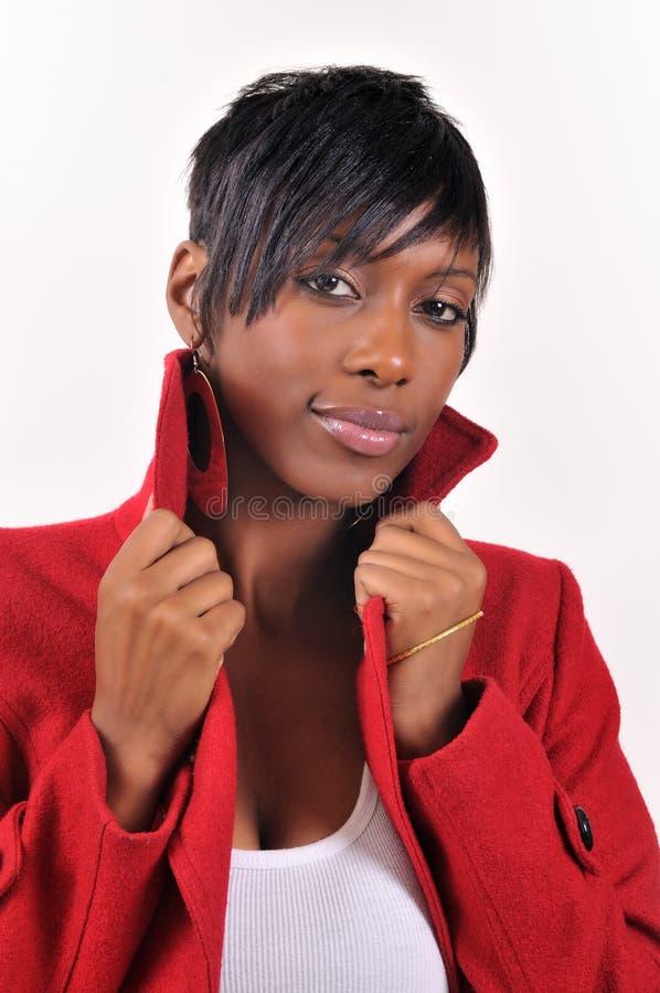 Het Afrikaanse Amerikaanse dame stellen voor camera stock fotografie