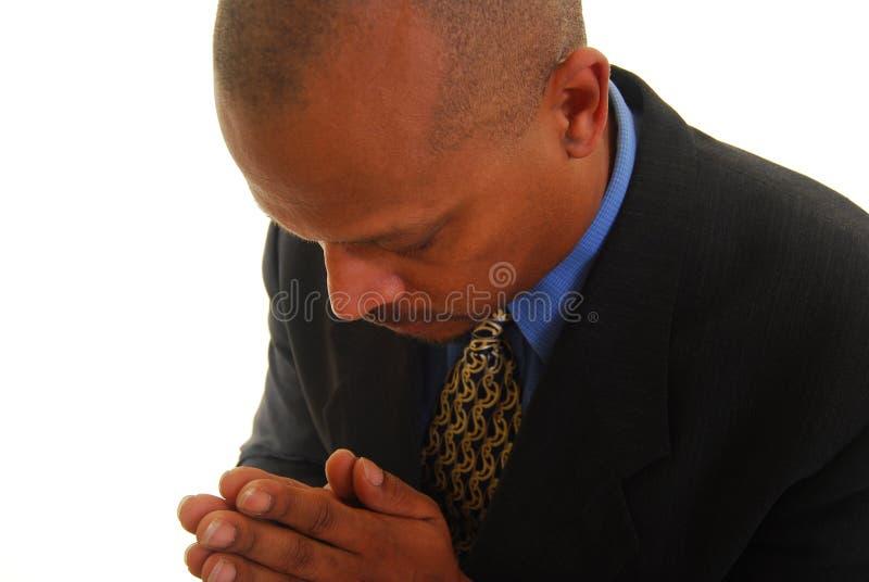 Het Afrikaanse Amerikaanse mens bidden stock foto