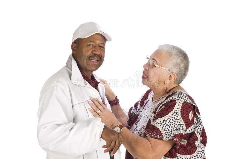 Het Afrikaanse Amerikaanse paar bespreken royalty-vrije stock fotografie