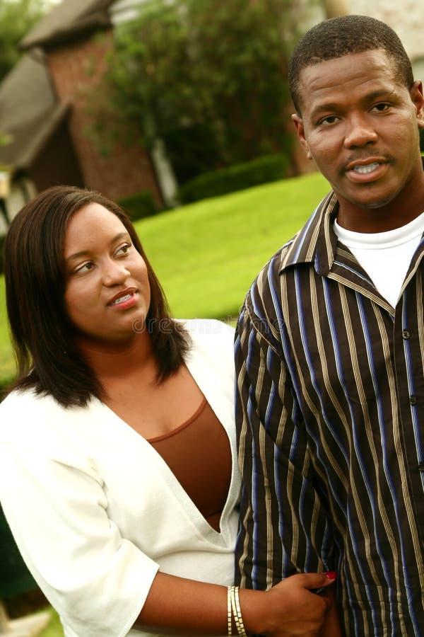 Het Afrikaanse Amerikaanse Paar heeft een Strijd na het Lopen stock foto