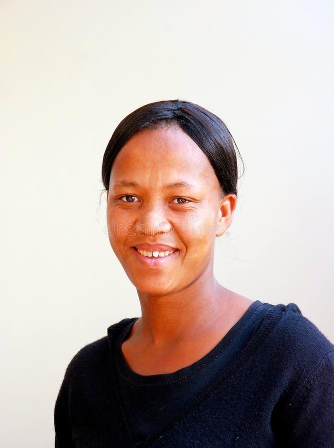 Het Afrikaanse vrouw glimlachen royalty-vrije stock foto's