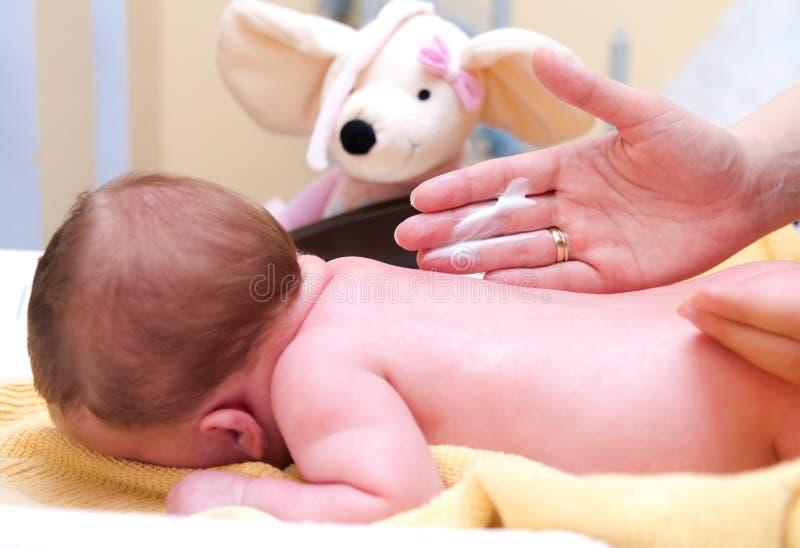 Het afromen van de baby stock foto