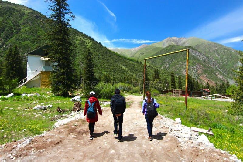 Het Ala Archa Nationale Park in de Tian Shan-bergen van Bishkek Kyrgyzstan royalty-vrije stock foto