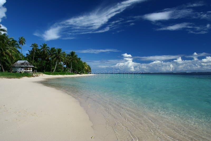 Het albasten strand in Zuid-Pacifisch Samoa, royalty-vrije stock afbeelding