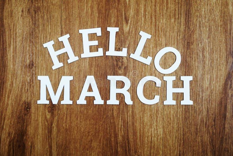 Het alfabetbrieven van Hello Maart op houten achtergrond royalty-vrije stock afbeeldingen