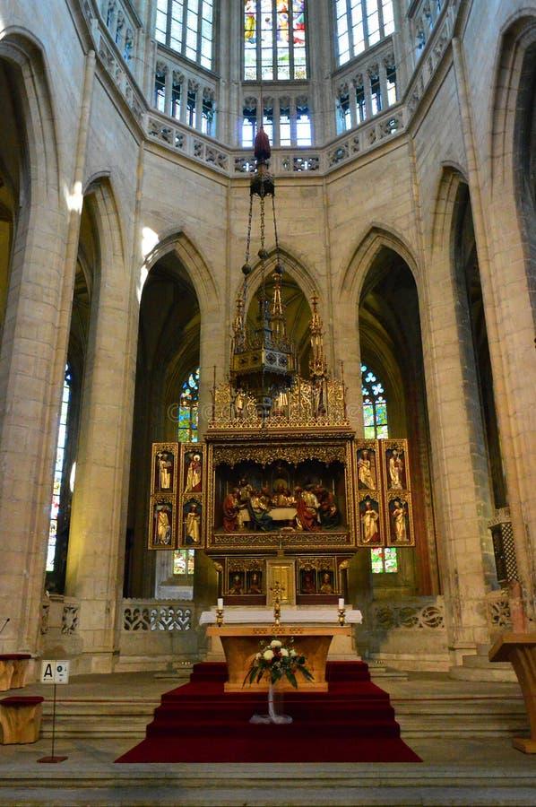 Het Altaar - Binnenland van St Barbara Kerk, Kutna Hora, Tsjechische Republiek royalty-vrije stock afbeelding
