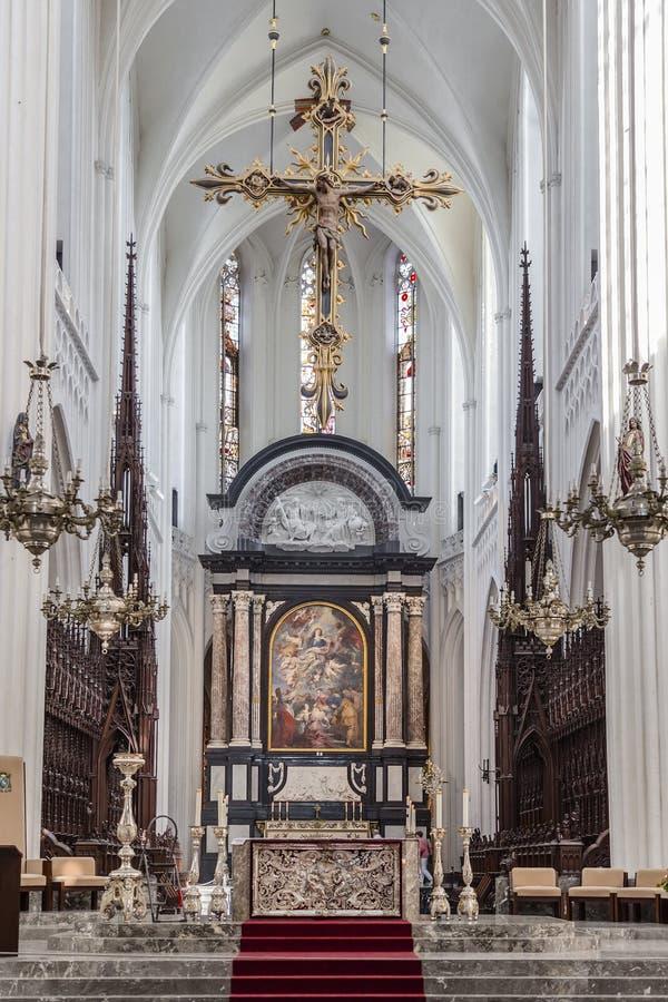 Het altaar van de Kathedraal van Antwerpen Onze Dame stock foto's