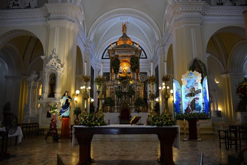 Het altaar van de kathedraal van Leon, Nicaragua stock fotografie