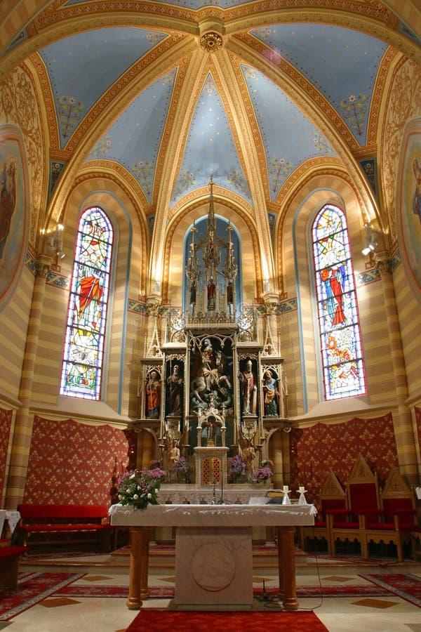 Het altaar van de kerk stock afbeeldingen