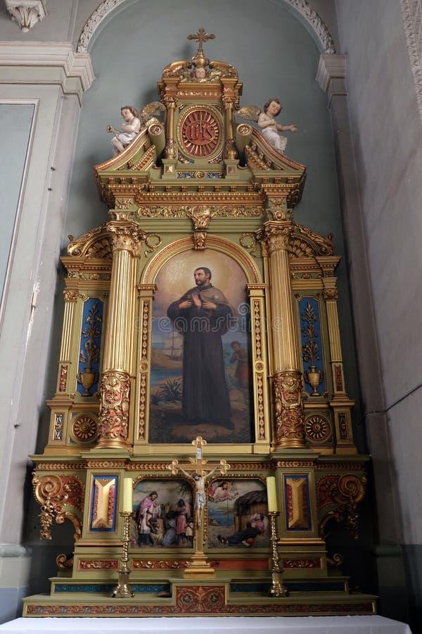 Het altaar van heilige Francis Xavier in de Basiliek van het Heilige Hart van Jesus in Zagreb royalty-vrije stock afbeelding